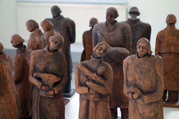 Keramikskulpturer av A-M Johansson-Pettersson