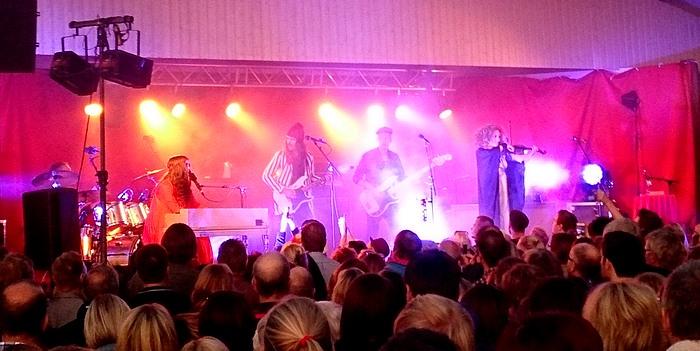 Miss Li på Radermachersmedjornas utescen i Eskilstuna. Foto Anders Ehrlemark 2013