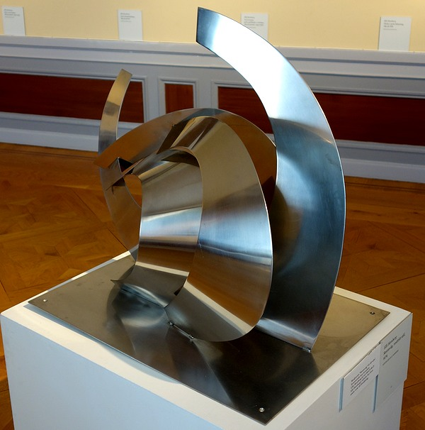 Abstrakt skulptur av Elli Hemberg från 1974